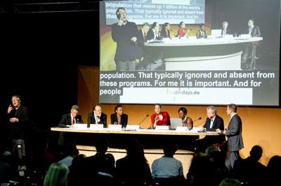 Sprekers op het panel van de Europese Ontwikkelingsdag over Financiering laten werken voor inclusieve ontwikkeling. Foto met dank aan de Europese Unie.