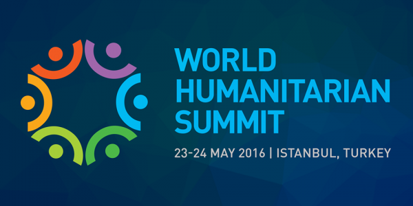 World Humanitarian Summit 2016 logo, tekst zegt World Humanitarian Summit 23-24 mei 2016 Istanbul, Turkije