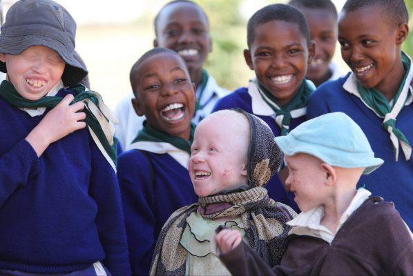 Groep kinderen lachen en glimlachen